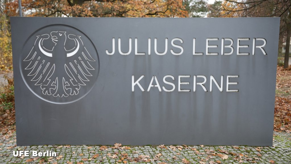 Entrée de la Julius Leber Kaserne à Berlin - Photo © Joël-François Dumont