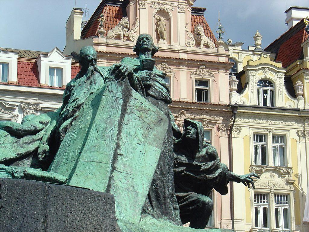Jan Hus (Prague) symbole de l'intégrité morale, des gloires et des souffrances du peuple tchèque – Photo Yelkrokoyade