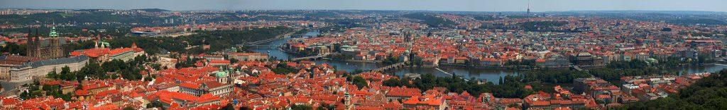 Panorama de Prague, la ville aux 100 clochers, vu depuis le belvédère de Petřín – Photo Lukáš Hron